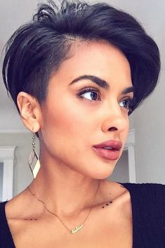 21 Short Hair Cuts Are Made For Self-Made Modern Women Short Pixie Haircuts New Short Hairstyles, Short Pixie Haircuts, Cool Hairstyles, Pixie Hairstyles, Ftm Haircuts, Hairstyle Short, Black Hairstyles, Hairstyle Ideas, Short Sassy Hair
