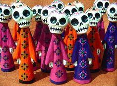 Imagen de http://www.ayudachicas.com/wp-content/uploads/2010/10/tradiciones-de-dia-de-muertos.jpg.