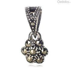 Piękny wisiorek ze srebra w kształcie kwiatuszka