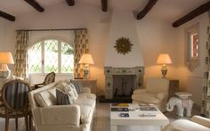 More than a master suite, this cottage is practically an independent villa on the sea in Tuscany, with an unparalleled view of the sea from the terrace. Indoors, guests are greeted by elegant and refined furnishings with antiques and designer objects, in