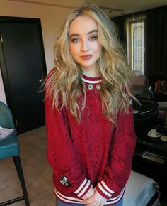 Sabrina Carpenter.love her sweatshirt