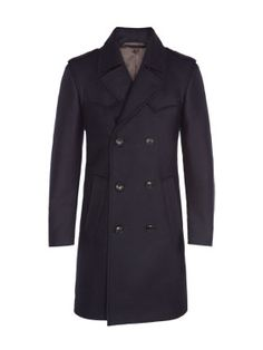 Modischer Cabanmantel von Baldessarini mit raffinierten Details. Durch den modischen Schnitt und die doppelt verstärkte Schultern wird dieser Zweireiher zu etwas ganz Besonderem in Ihrem Kleiderschrank. www.hirmer.de #menswear #coat #mantel #maennermode #munich #hirmer