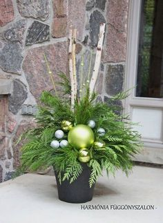 15 Bring Christmas to Your Porch or Veranda with These Outdoor Christmas Décor - If you wish Santa to come to your house, make sure he gets a well-deserved entrance. So, make a galvanised outdoor Christmas décor that makes him turn. Outdoor Christmas Planters, Christmas Urns, Outdoor Christmas Decorations, Christmas Holidays, Christmas Wreaths, Christmas Crafts, Holiday Decor, Christmas Ideas, Christmas Front Porches