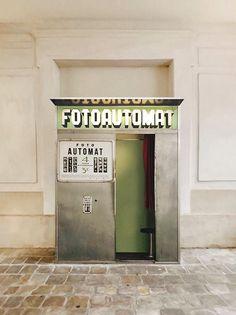 Depuis 13 ans, nous restaurons et remettons en service des photomatons argentiques vintage à Paris, Arles et Prague.  #fotoautomat #photomaton #vintage #argentique #analog #photobooth #retro #centquatre France, Photo Booth, Vintage, Arles, Service, Location, Inspiration, Guns, Instagram