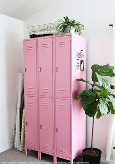 Locker in the interior design - 25 stimulating examples- Spind in der Raumgestaltung- 25 anregende Beispiele The locker buy lockers three color design reuse wallpaper pattern school locker children's room pink - Small Mudroom Ideas, New Room, Interior Inspiration, Design Inspiration, Locker Storage, Diy Locker, Teen Room Storage, Playroom Storage, Toy Storage