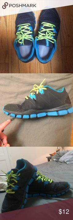 Reebok realflex sneakers Moderately worn. A few scuff marks. Still very comfy! Gellin insoles Reebok Shoes Athletic Shoes