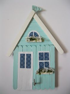 After the MMM, the upcycling Tuesday is finally back from the summer break. From today, Nina will collect the different […] Popsicle Stick Christmas Crafts, Popsicle Stick Houses, Popsicle Crafts, Lolly Stick Craft, Craft Stick Crafts, Fun Crafts, Crafts For Kids, Plate Crafts, Resin Crafts