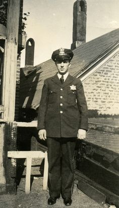 1930s chicago police - Google Search Very formal and responsible appearance.
