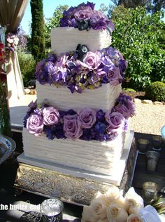 I've always had a heart for elegantly crafted wedding cake designs. Take a look at these splendid wedding cakes from the super talented The Butter End Cakery, California, they are classic and timeless creations with glamorous, style-driven twists. White Square Wedding Cakes, Black And White Wedding Cake, 3 Tier Wedding Cakes, Wedding Cake Photos, Wedding Cake Designs, Purple Wedding, Floral Wedding, Wedding Cake Inspiration, Wedding Ideas