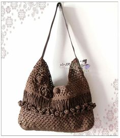 I absolutely love this bag!  No pattern, but I think I could figure this one out from the pictures.
