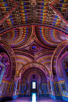 Tuscany, Italy - Forgotten for 20 years, the Castello di Sammezzano in Toscana is reborn today. Explore here the dazzling Moorish interiors of this Tuscan castle. Beautiful Architecture, Art And Architecture, Architecture Geometric, All Inclusive Italy, Italy Travel Tips, Places In Italy, Italy Tours, Tourist Information, Visit Italy