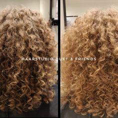 Voor na, before after, krullenknippen. Krullen geknipt bij krullenkapper Haarstudio DUET & friends te Hengelo. hairstyles. Na het krullenknippen haar krullen verzorgd met eigen CG producten, echt een prachtig resultaat. Dit is natuurlijk krullend haar, geen permanent en NIET geknipt met de Curlsys methode van Brian Mclean, model is geknipt door krullenkapper, krullenspecialist, allround hairstylist. Marjan van Haarstudio Duet & friends in Hengelo. www.haarstudioduet-friends.nl Curls, Dreadlocks, Hair Styles, Tutorials, Beauty, Free, Hair Plait Styles, Hair Makeup, Hairdos
