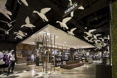 "Oliver, flagship store, ""Free as a Bird"", pinned by Ton van der Veer"