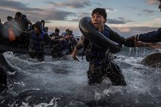 The Year in Pictures 2015 - The New York Times - LESBOS, GREECE Migrants reached the Greek shore after traveling from Turkey on a rubber raft through high winds and rough seas. Tyler Hicks/The New York Times Moving Photos, Photos Du, New York Times, Ny Times, Hard Times, Renaissance, André Kertesz, Fotojournalismus, Tattoos