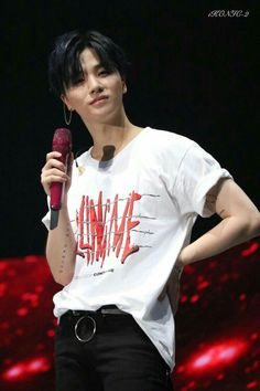 Look at his shirt. Yes he is killing me. killing me of hotness😍 Chanwoo Ikon, Kim Hanbin, Bobby, Winner Ikon, Ikon Member, Yg Entertaiment, Ikon Kpop, Kim Jin, Kim Jaehwan