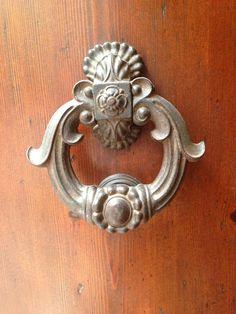 Pisa door handle