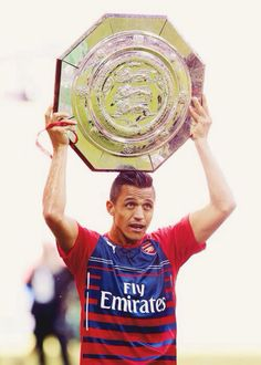 Alexis Sanchez with the Community Shield Arsenal Fc, Alexis Arsenal, Arsenal Football, Football Fans, Football Players, Alexis Sanchez, Community Shield, Good Soccer Players, Soccer Skills
