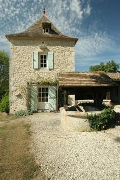 : Farmhouse retreat in Dordogne :.This is just like the place we use to have in the Dordogne. Miss the beauty of that area! French Cottage Garden, French Country House, Maine Cottage, Cottage Art, Cottage Design, French Farmhouse Decor, French Country Decorating, Farmhouse Interior, Belle France