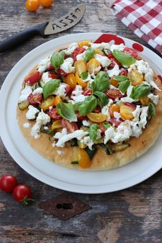 Discover recipes, home ideas, style inspiration and other ideas to try. Queso, Vegetable Pizza, Soup, Yummy Food, Meals, Crockpot, Recipes, Bread, Kitchen
