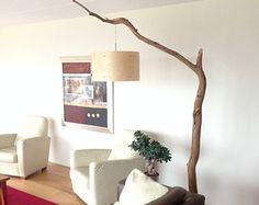 Unico: Lampada da terra / lampada ad arco, alterato vecchio ramo di quercia in pietra e legno impiallacciato del paralume.