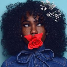 50 Shades of Melanin - r-eal-life: Afro Hair with flowers 🌺🌻🌸 Black Girls Rock, Black Girl Magic, Curly Hair Styles, Natural Hair Styles, Natural Beauty, Black Girl Makeup Natural, Curly Bangs, Twisted Hair, Foto Portrait