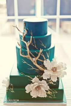 this is just gorgeous!!  green to turquoise to blue ombre wedding cake. beautiful!