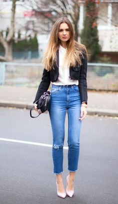 Simple - and very very sexy - jeans look. | Plus Size Fashion ...