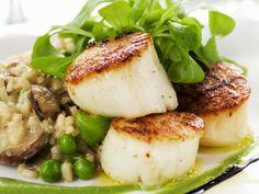 Jakosmuscheln mit Erbsen und Risotto ist ein Rezept mit frischen Zutaten aus der Kategorie Muscheln. Probieren Sie dieses und weitere Rezepte von EAT SMARTER!