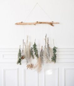 Revival of dried flowers Beachwood's interest Wall decoration is part of Flower wall decor - Green Wall Decor, Flower Wall Decor, Diy Wall Decor, Flower Decorations, Bedroom Decor, Green Decoration, Mur Diy, Diy Home Decor For Apartments, Greenery Decor
