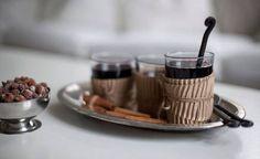 Glögin kanssa voi napostella manteleita, rusinoita ja pähkinöitä - kuorrutettuna tai ilman kuorrutusta.