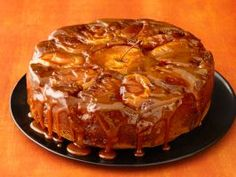 See how to make Food Network Magazine's Caramel Apple Cake recipe as a festive fall centerpiece for your Thanksgiving dessert spread. Apple Cake Recipes, Apple Desserts, Dessert Recipes, Pear Recipes, Dinner Recipes, Food Cakes, Bon Dessert, Dessert Table, Thanksgiving Cakes