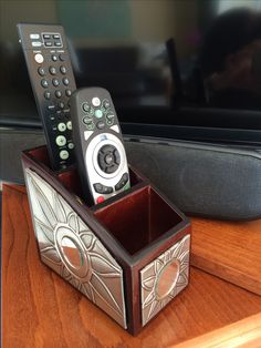 Remote control holder decorated with pewter Pewter Art, Pewter Metal, Metal Projects, Metal Crafts, Metal Tape Art, Aluminum Foil Art, Remote Control Holder, Metal Embossing, Metal Engraving