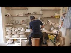 Antonia Salmon, Ray Silverman and Janet Haig at work in their studios, in this film produced for the exhibition Shaping Ceramics: From Lucie Rie to Edmund de Waal at the Jewish Museum London November 2016 - 26 February Ceramic Techniques, Pottery Techniques, Ceramic Figures, Ceramic Artists, Glazes For Pottery, Pottery Art, Pottery Videos, Jewish Museum, Acrylic Painting For Beginners