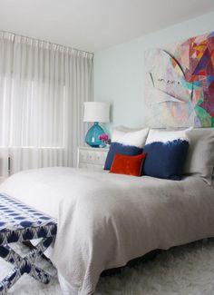 BIG art, color splash on white, light mint walls Mint Walls, Big Design, Beautiful Bedrooms, Beautiful Homes, House Rooms, Furniture Decor, Interior Design, Bedroom Ideas, Bedroom Inspiration
