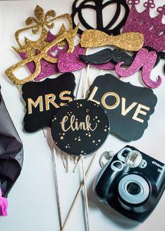 Modern Bridal Shower Decorations Kate Spade 17 Ideas For 2019 Bridal Shower Props, Bridal Shower Decorations, Bridal Showers, Wedding Photo Booth Props, Photobooth Props Diy, Kate Spade Bridal, Bridal Bingo, Diy Shower, Shower Cake