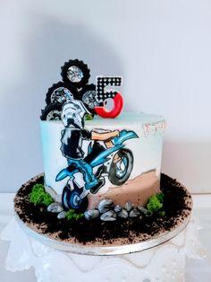 Biker cake - cake by alenascakes Motorcross Cake, Bolo Motocross, Motorcycle Cake, Motorcycle Birthday Cakes, Liverpool Cake, Dirt Bike Cakes, Realistic Cakes, Baby Birthday Cakes, Painted Cakes