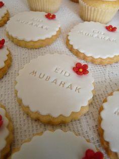 "Eid is a time of celebration for most Pakistani citizens. All sorts of special foods are prepared for it. Most bakeries engrave ""Eid Mubarak"" (kinda like saying ""happy Eid"") on their products. Sparkle Decorations, Ramadan Decorations, Eid Crafts, Ramadan Crafts, Fest Des Fastenbrechens, Eid Moubarak, Decoraciones Ramadan, Eid Cake, Eid Food"