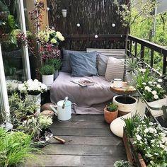 64 Fabulous Ideas for Spring Decor on Your Balcony 2019 - Balkon Ideen - Apartment Decor Small Balcony Design, Small Balcony Garden, Small Balcony Decor, Balcony Plants, Balcony Ideas, Small Balconies, Patio Design, Small Terrace, Balcony Gardening