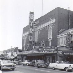 The Byrd Theatre, named after William Byrd, the founder of Richmond, is one of Virginia's finest cinema treasures. Old Pictures, Old Photos, Virginia History, Confederate States Of America, Virginia Is For Lovers, Richmond Virginia, Historical Images, Old Buildings, Vintage Photographs