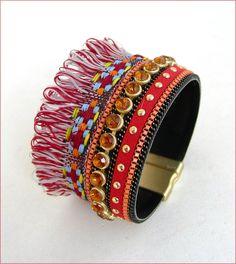 Bracelet-Manchette multicolore - Cuir, chaine, strass, passementerie et frange : Bracelet par ladyplazza