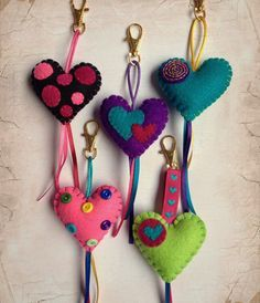 Zips and Things Valentine Crafts, Christmas Crafts, Valentines, Diy And Crafts, Crafts For Kids, Arts And Crafts, Felt Keychain, Felt Patterns, Felt Hearts