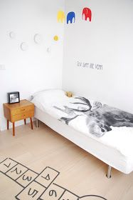 FargeBarn: To fine gutterom. Hanging Canvas, Bedroom Loft, Modern Kitchen Design, Kid Spaces, Wood Pallets, Room Inspiration, Cribs, Toddler Bed, Layout