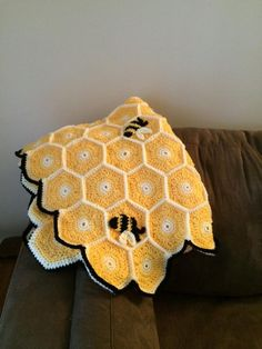 Honeycomb Bumble Bee Blanket by KnottybutNiceCrafts on EtsyHoneycomb & Bees, blanket pictured measures roughly based on a pattern by Sara Leighton. Hand Crochet, Crochet Baby, Knit Crochet, Bee Crafts, Yarn Crafts, Yarn Projects, Crochet Projects, Knitting Patterns, Crochet Patterns
