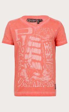 Tumble 'n dry T-shirt Grayson oranje. Met print en v-hals voor jongens. Het t-shirt heeft korte mouwen. #oranje #wkvoetbal #wkbrazilie2014 #wkoranje #oranjeproducten