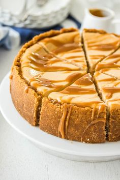 This Baked Salted Caramel Cheesecake recipe is a combination of simple caramel sauce and an easy baked cheesecake. Rich, indulgent and no tricky steps. Salted Caramel Cheesecake, Baked Cheesecake Recipe, Desserts Caramel, Banana Cheesecake, Salted Caramels, Cheesecake Desserts, Chocolate Cake Recipe Easy, Chocolate Cookie Recipes, Dessert Simple