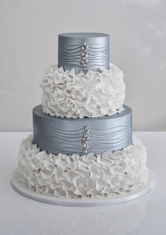 Wedding Trends : Metallic Cakes ~ Coco Cakes | http://www.bellethemagazine.com/2013/11/wedding-trends-metallic-cakes.html