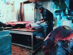 Tsukiji fish market in Tokyo pretty amazing! (by 2min_japan)
