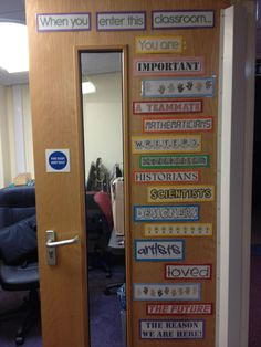 Decoration for the door to the classroom from Teacher's Pet. Love this idea! Year 4 Classroom, Ks1 Classroom, Classroom Layout, Welcome Door Classroom, Classroom Rules Display, Classroom Organisation Primary, Primary Classroom Displays, Classroom Tools, Classroom Design