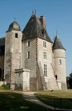you can also post photos J' ouvre la thread de montrer la beaute de Chateaux de france; Architecture France, Historical Architecture, Ancient Architecture, Chateau Medieval, Medieval Castle, Castle Ruins, Castle House, Beautiful Castles, Beautiful Buildings