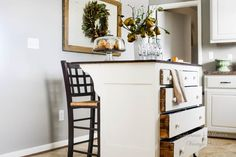 ❤️ this dresser turned kitchen island. Just gorgeous! Amazing upcycle